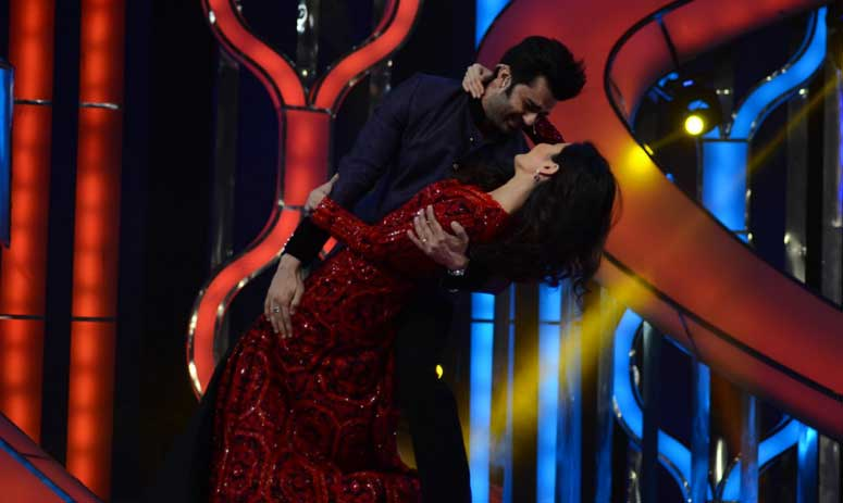 Ranbir Kapoor & Katrina Kaif made their first post-breakup appearance during the Umang Show