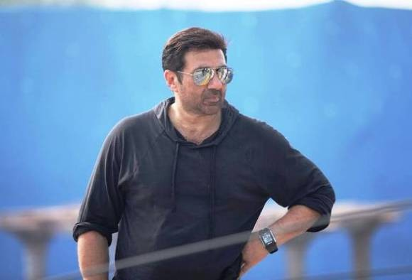 Sunny deol says, he has no problem with negative roles