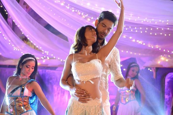 These pictures of Rochelle and Keith performing a sexy dance number cannot be missed!