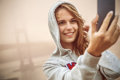 Too many selfies can damage relationships: study