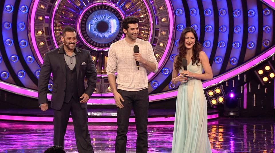 Salman Khan romance Katrina Kaif on BB finale, See Pics
