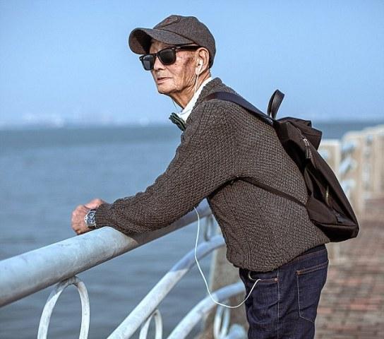 85 year old farmer becomes latest social media star