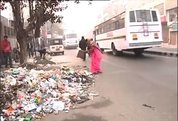 delhi garbage story
