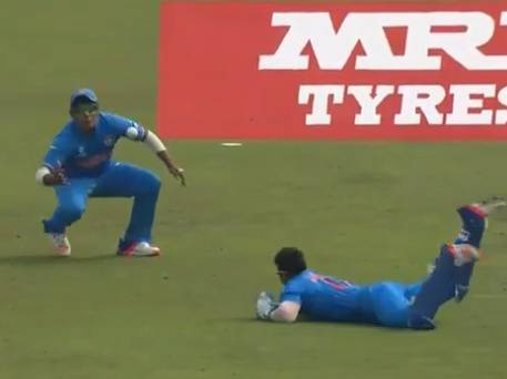 India U19 duo pull off stunning one-handed two-man catch