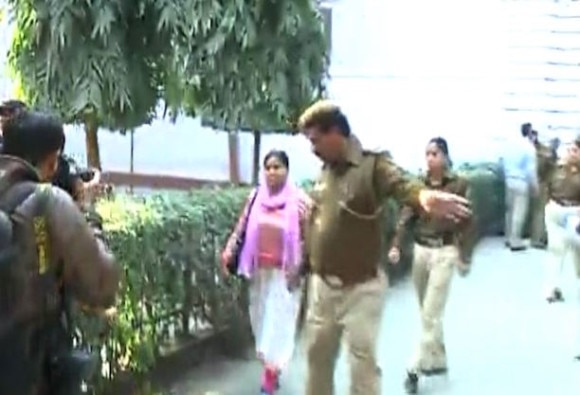 Woman hurls flowerpot at PM Modi's convoy, detained by SPG