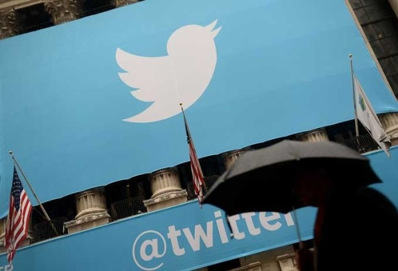 Twitter deletes 125000 Isis accounts and expands anti-terror teams