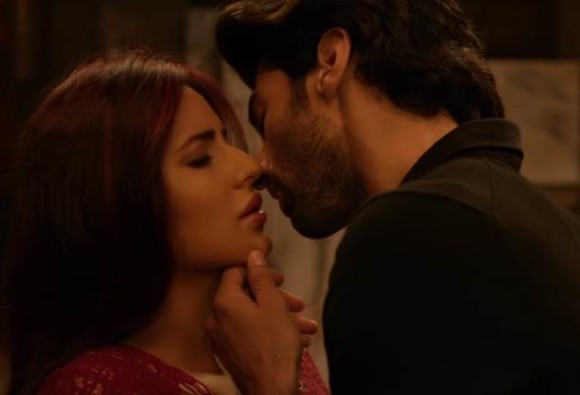 Katrina and Aditya share a three-minute long kissing scene in film Fitoor