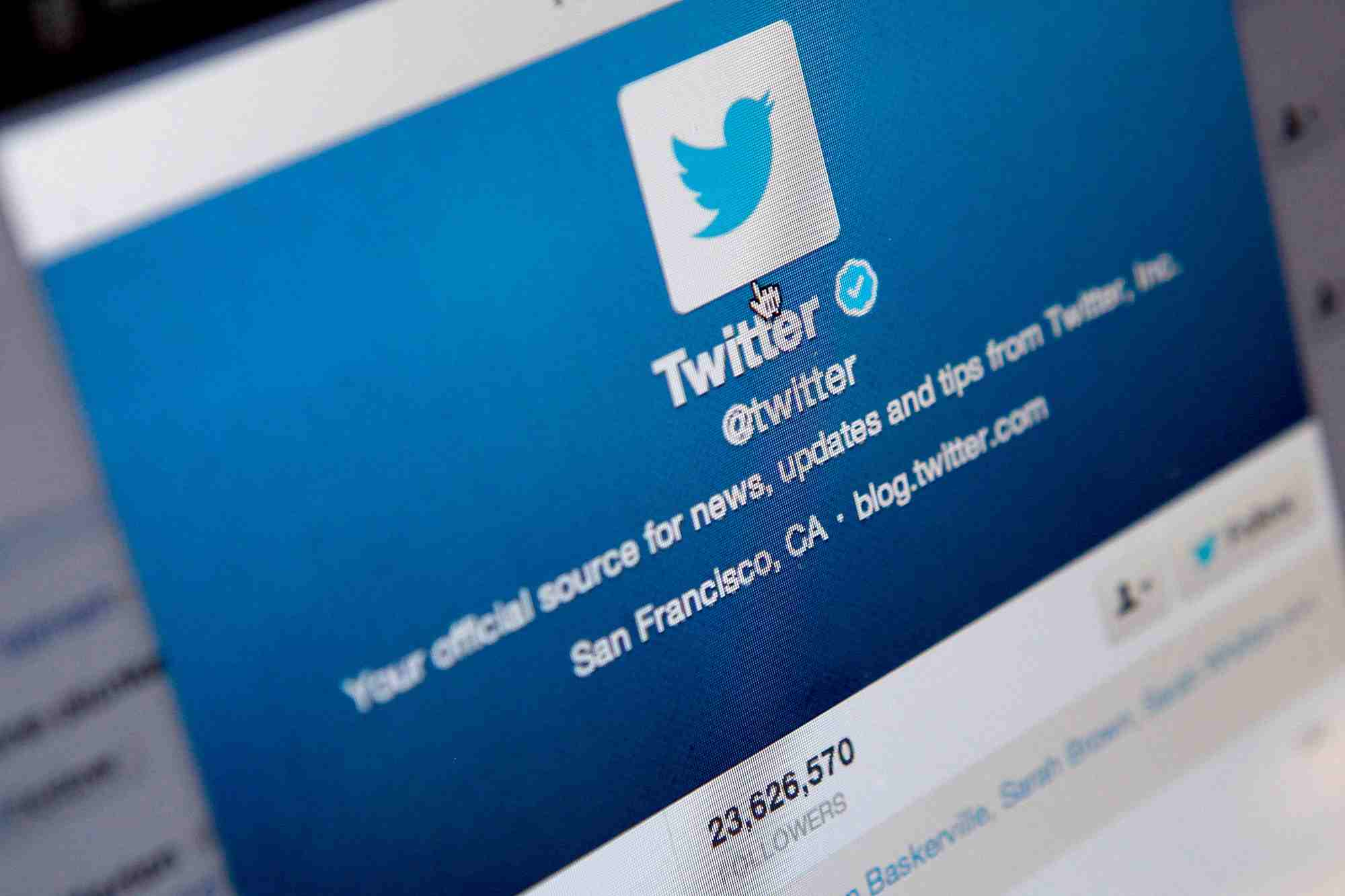 twitter bans 1,25,000 twitter accounts