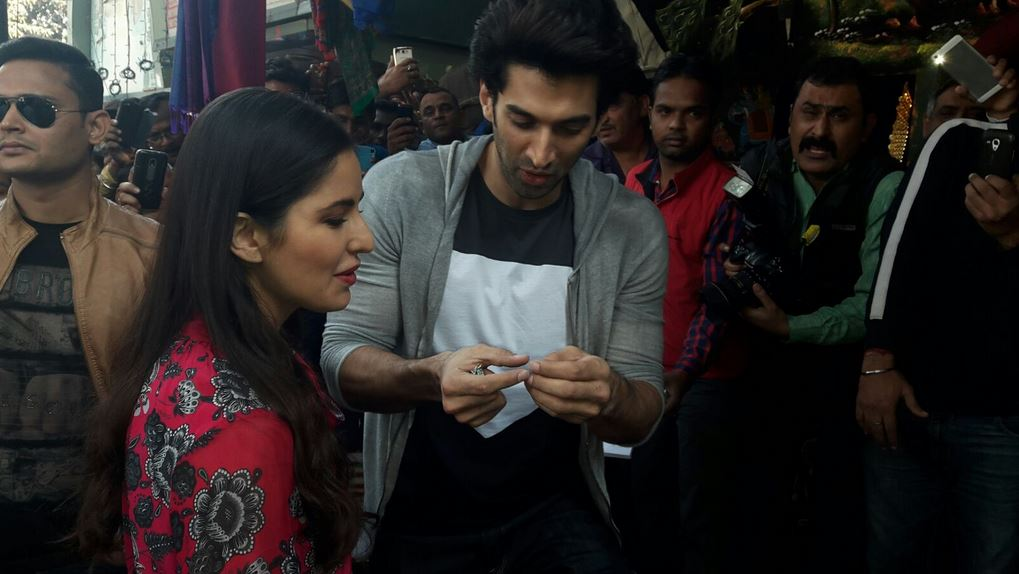 Katrina Kaif goes shopping with Fitoor co-actor Aditya Roy Kapoor in Janpath, Delhi