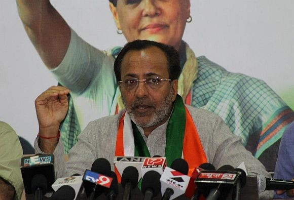 "PM, Gujrat CM ""hiding"" behind ""misleading"" statements: Arjun Modhwadia"