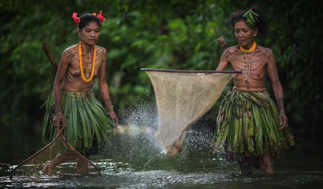 Lives of the Mentawai people hidden away on an island in West Sumatra