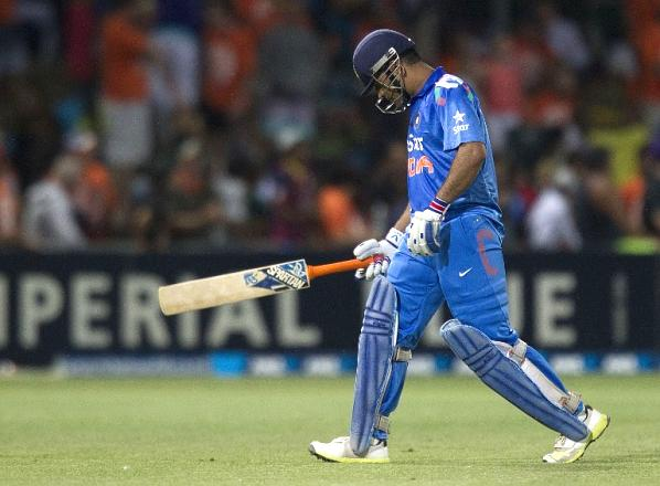 dhoni_out