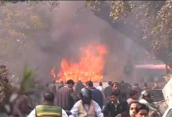 Lucknow : Lawyers on rampage