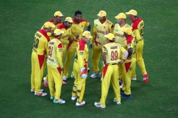 Sehwag-Sangakkara put on a 118-run stand to send Gemini Arabians to MCL final