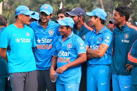 Stay relaxed—Dravid tells his boys before the final bus ride