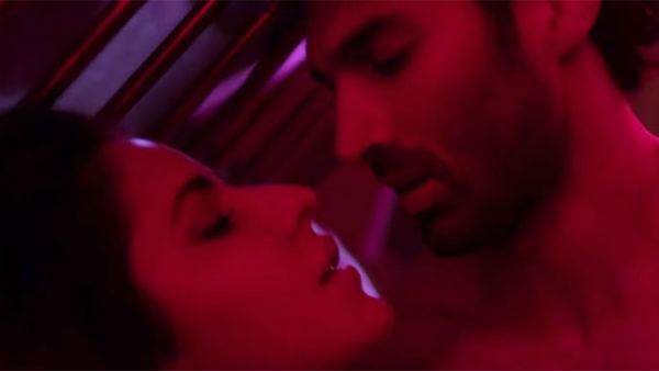 Kissing scene in Fitoor