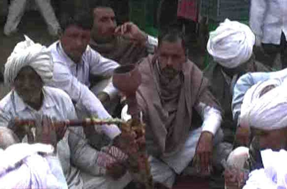 Jats' stir in Haryana on quota turns violent