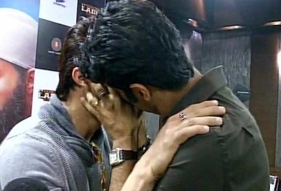Watch: Manish Paul and Sikander Kher caught kissing