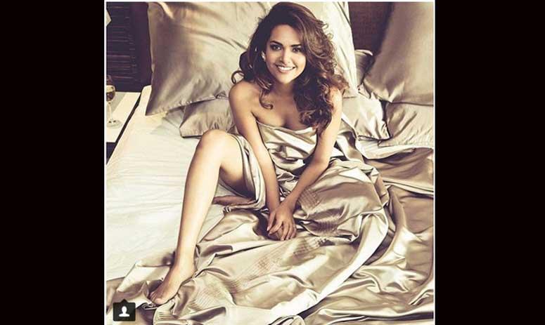 New Hot Pics of Esha Gupta