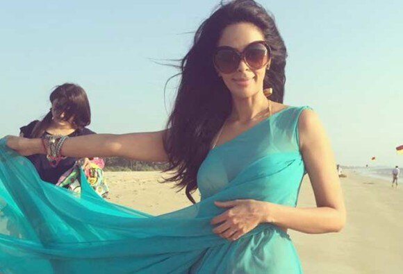 Mallika Sherawat urges Jats for peace and non-violence