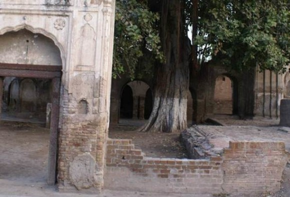 Ancient Hindu temple in Peshawar being 'secretly' demolished, say locals