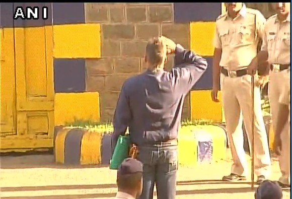 ABP NEWS EXCLUSIVE: Very first visuals of Sanjay Dutt's release from Yerawada jail, Pune