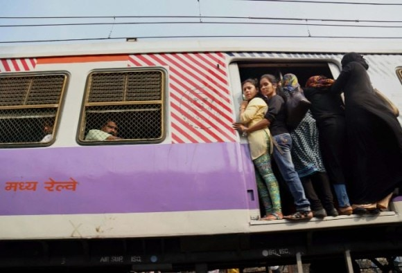 Railways to borrow Rs 20000 cr from markets in FY'17