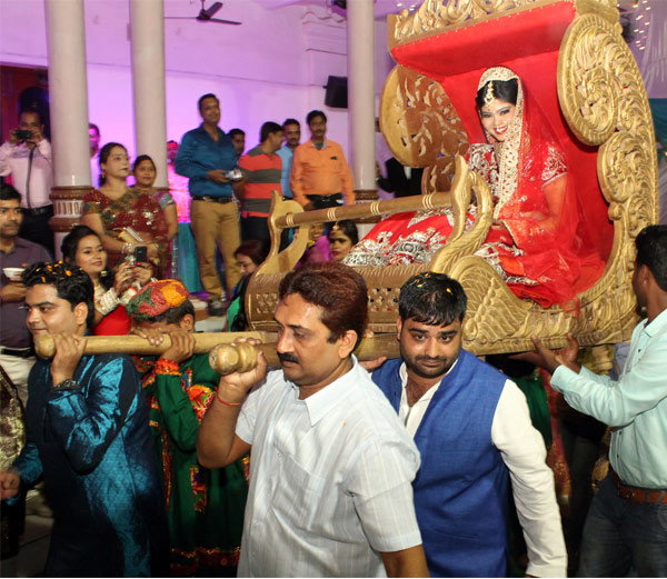 cricketer saurabh tiwary married with childhood friend