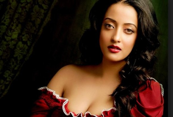 Hard to survive in Bollywood without backup: Raima Sen