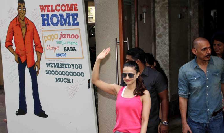 Bollywood celebs meet Sanjay Dutt at his residence
