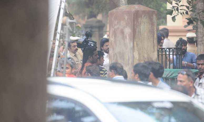 ON LOCATION: Shah Rukh Khan and Mahira snapped on the sets of Raees