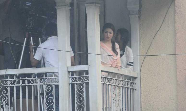 Raees Shooting: Shah Rukh Khan has been arrested