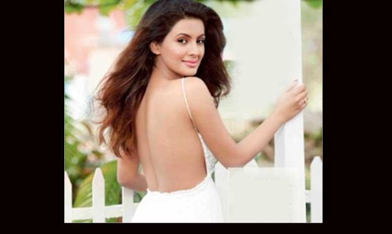 Geeta Basra Hot Photoshoot For Savvy Magazine
