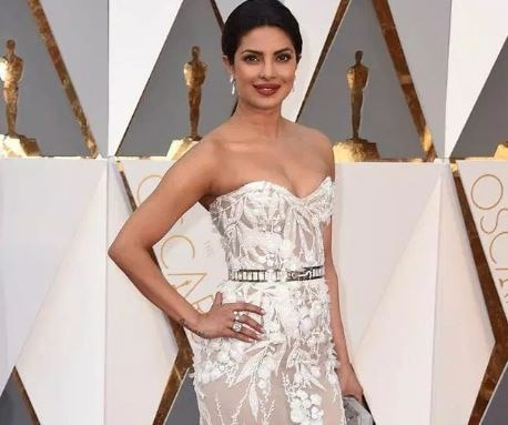 Won't play a wallflower in Hollywood: Priyanka Chopra