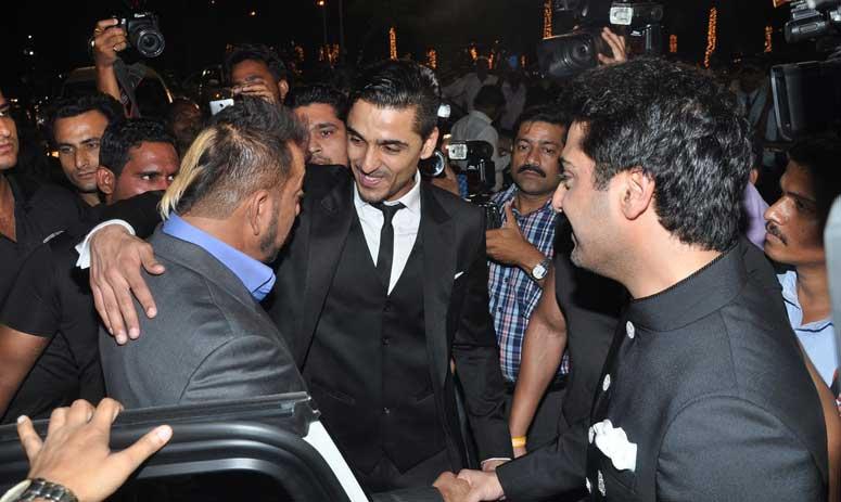 Sanjay Dutt, Maanyata at a Wedding!