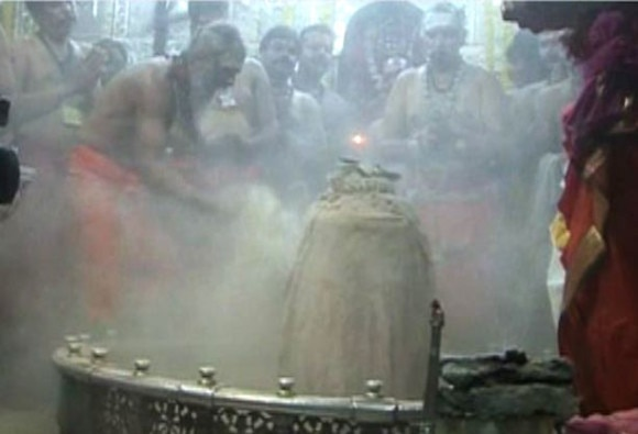 mahashivratri celebration across country devotees in long ques