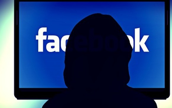 Man wants to sell wife on facebook
