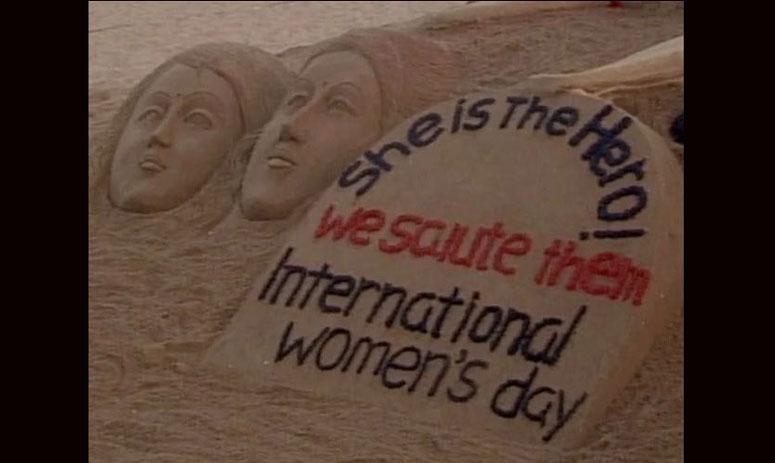 Puri: Sudarsan Pattnaik creates sand art dedicated to women crew of #AI173 for world's longest All-Women flight.