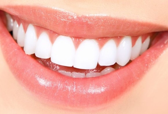 New research identifies role of tiny bubbles in teeth cleaning
