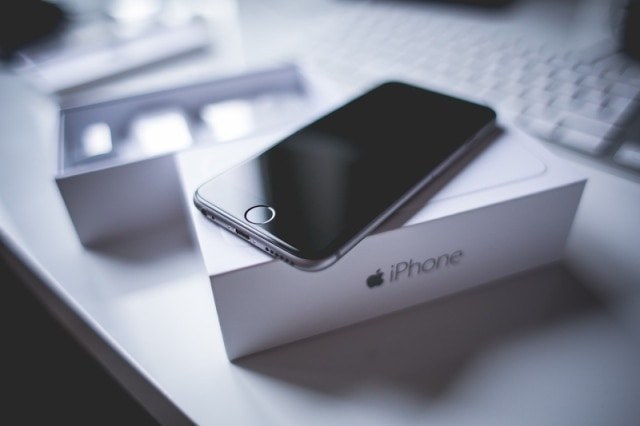 Chinese couple sold 18-day old daughter for iPhone
