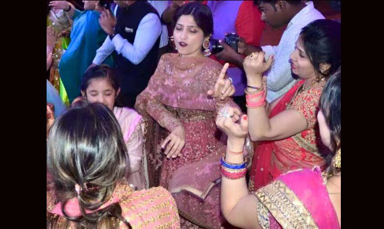 dimple yadav dances like anything in the marriage of her brother in law