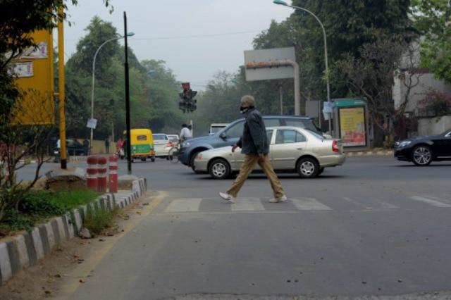 Amitabh Bachchan roams around Delhi unnoticed