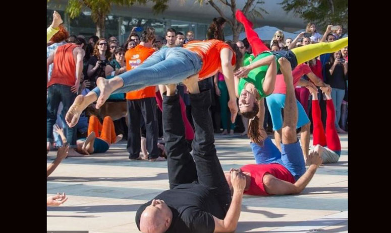 Israelis take part in a large acro-yoga flashmob on March 11, 2016 on Habima Square, in the coastal city of Tel Aviv
