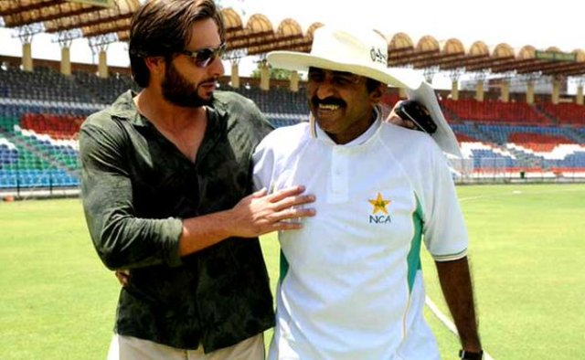 Shame on you! Miandad lashes out at Afridi for India love
