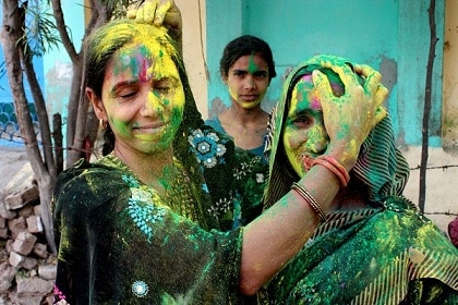 Playing holi in bundelkhand hamirpur janpad is restricted for men