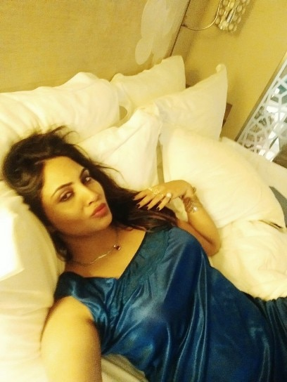 Arshi did art nude photo shoot for Team India and Shahid Afridi!