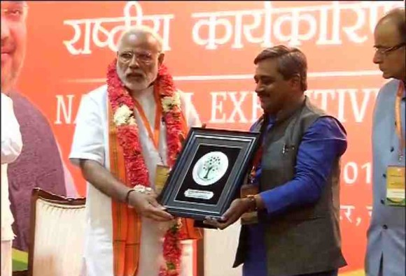 Modi asks BJP workers to focus on 'vikas', not be distracted by Opposition