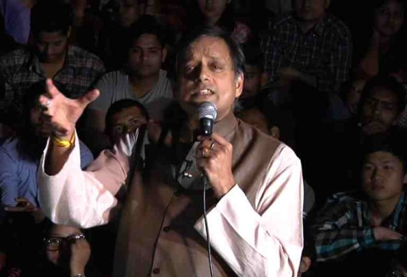 JNU Row: Kanhaiya is todays Sardar Bhagat Singh says Shashi tharoor