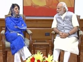कश्मीर हालात : राज्य सरकार से केंद्र 'नाराज', आज पीएम मोदी से मुलाकात करेंगी मुख्यमंत्री