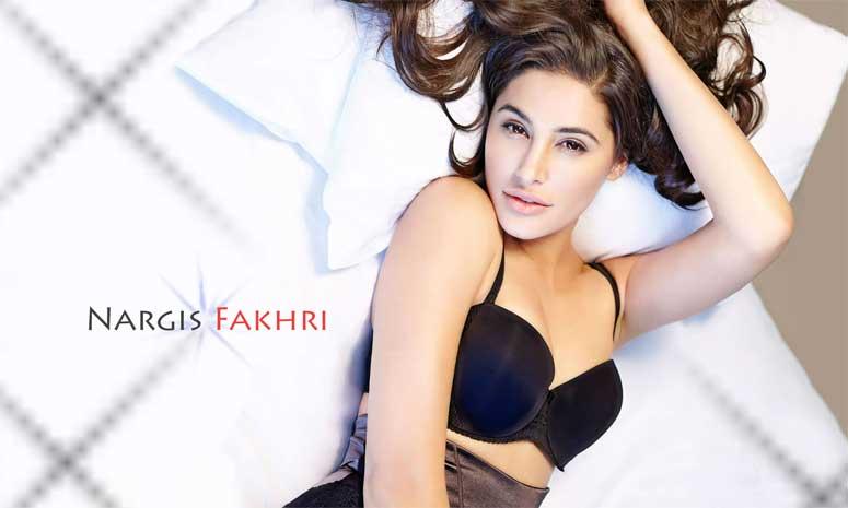 Nargis Fakhri goes around Mumbai in a bathrobe